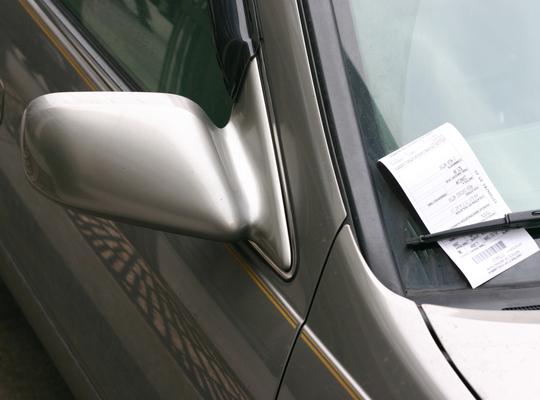 Het stadsbestuur weigert terugbetaling parkeerboetes van desastreus parkeerbeleid